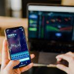 השקעה בשוק תנודתי: איך להתנהל נכון ולא להתרגש מכל עלייה או ירידה